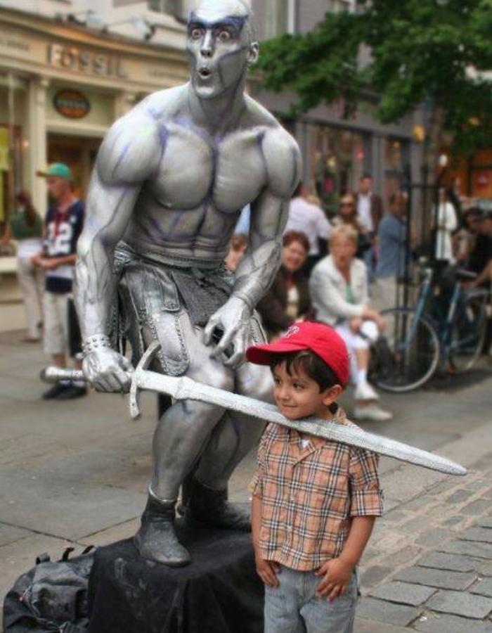 Una Estatua humana es capaz de alegrarle todo un día a un niño y dejar en su mente un bonito recuerdo