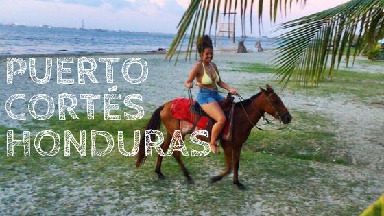 En la  Playa de cienaguita de puerto cortés Honduras puedes montar a caballo y pasarla super bien.