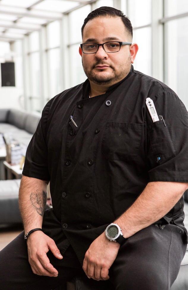Johnny Ulloa un cocinero de Lujo y es un orgullo catracho